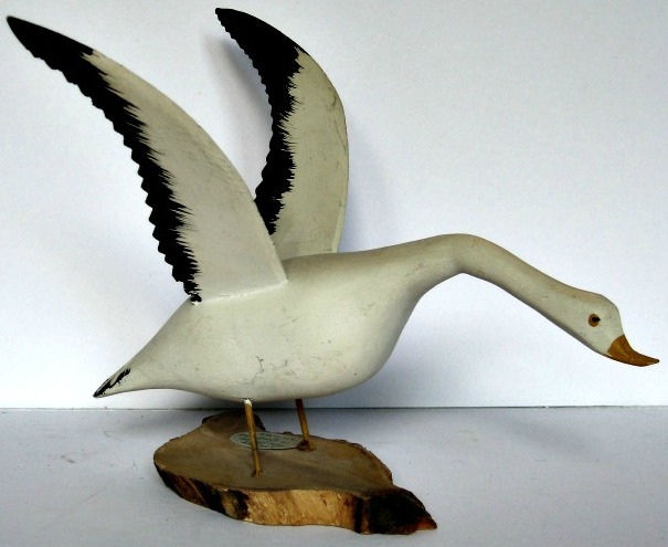Lionel Tremblay. St-Flavie, Quebec. Carved and painted Snow Goose. 9 L.